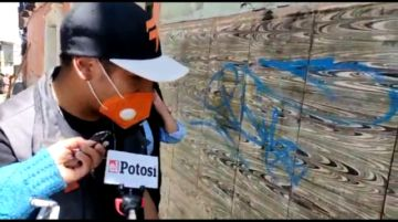 Futuros arquitectos limpian las paredes pintados con grafiti