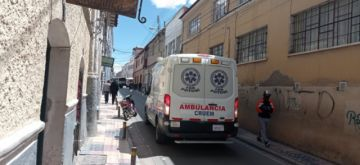 Ambulancias se topan con los bloqueos en su patrullaje por centros de vacunación escolar
