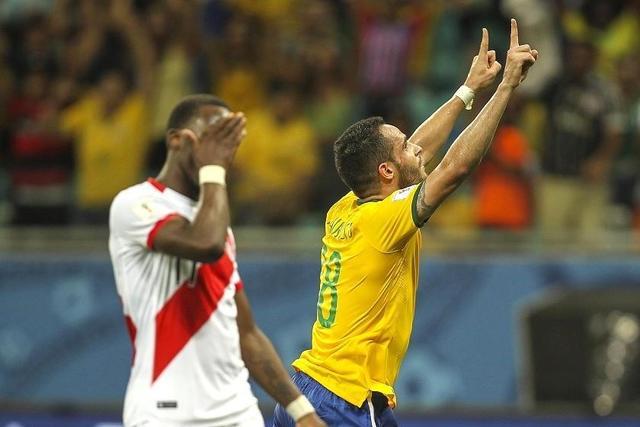Brasil asciende al tercer lugar en la clasificación tras goleada sobre Perú