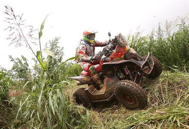Los bolivianos avanzan firmes en la segunda etapa del Dakar