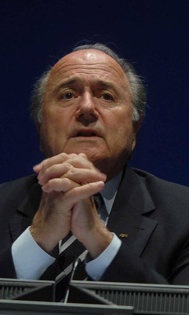 Blatter continúa cobrando su salario