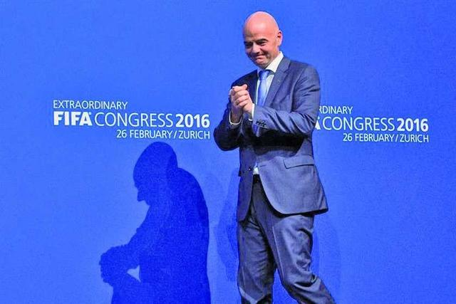 Infantino le da fin a la era de Joseph Blatter