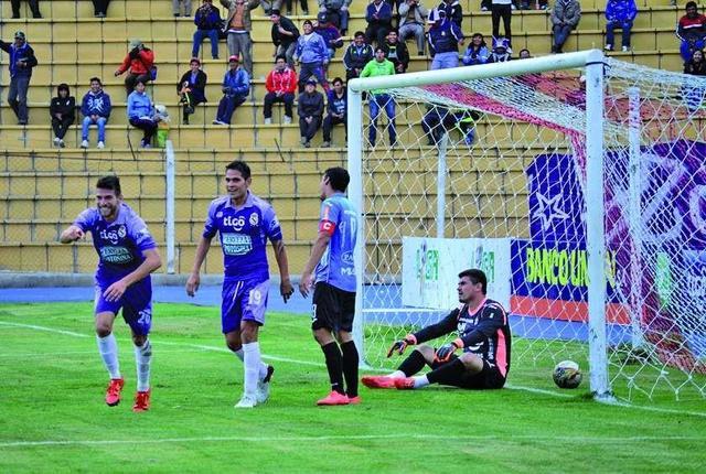 Real Potosí golea y se aleja del descenso