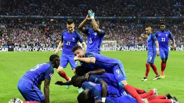 Francia golea y se medirá con Alemania