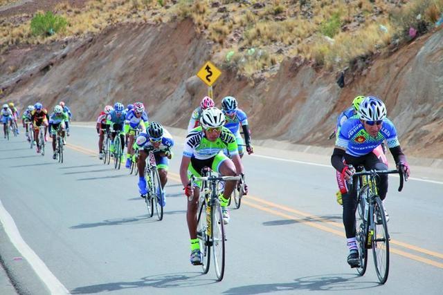 Cotumba y Soliz no se dan tregua en la prueba de ciclismo