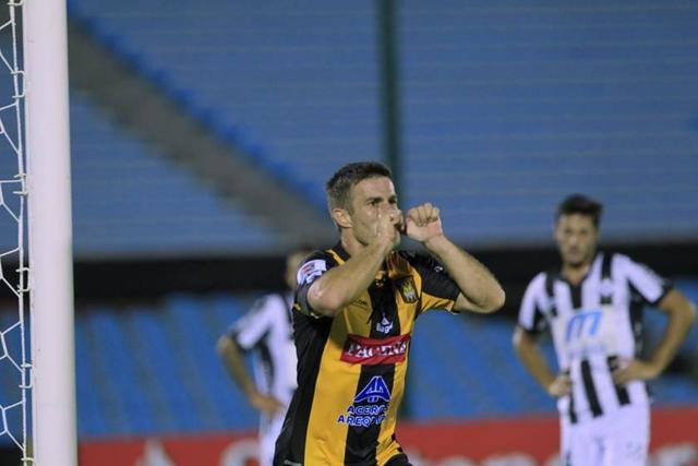 El Tigre vence a Wanderers