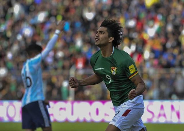 Bolivia no perdona y derrota 2-0 a Argentina