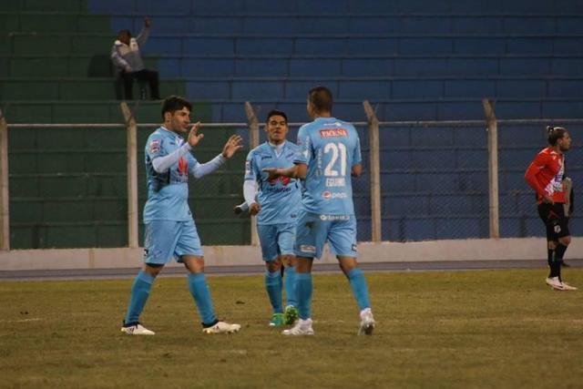 Bolívar golea y acaricia el título del Apertura