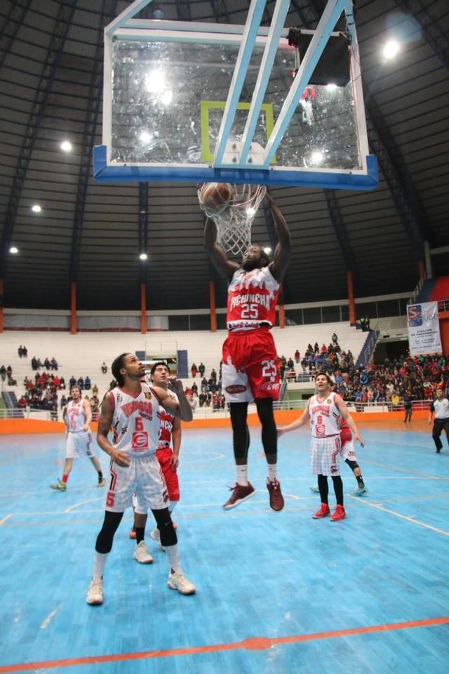 Pichincha gana y está en la semifinal de la Libobásquet