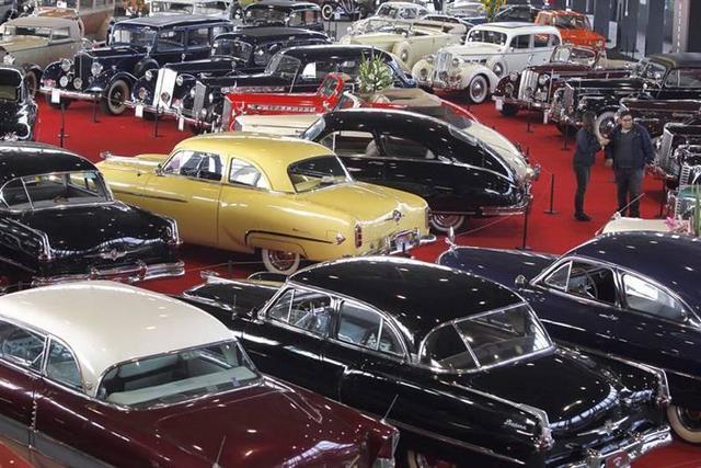 Exponen un centenar de vehículos antiguos