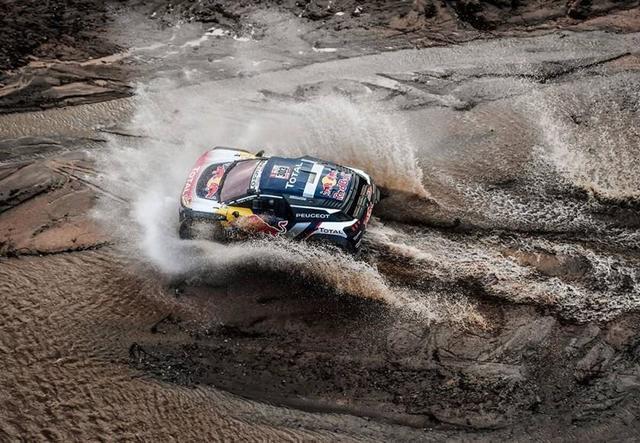 Con susto incluido, Sainz da un paso más a su segundo Dakar