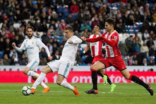 UEFA autoriza 4 cambios en la Champions
