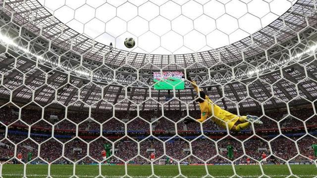 Rusia inaugura el Mundial con goleada