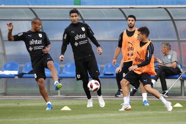 Uruguay y Francia inician los partidos de cuartos de final