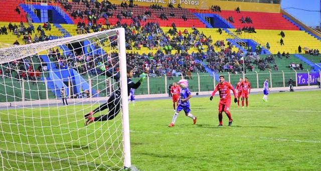 Real levanta vuelo al ganar 2-0 a Guabirá