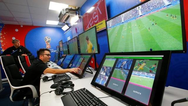 La UEFA sigue estudiando uso del VAR