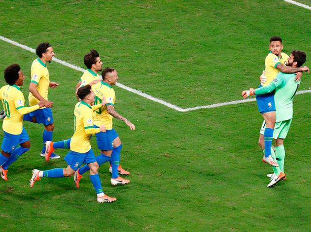 """Brasil pasa a """"semis"""" de la Copa América"""