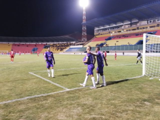 Real Potosí gana a Royal Pari 2 -0