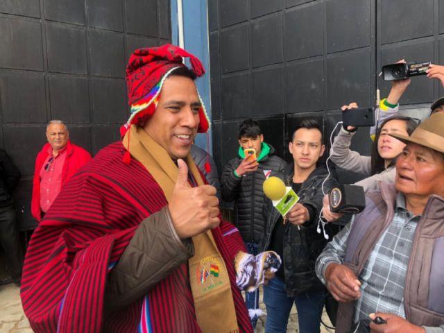 Alteños reciben a Farías y le piden partidos de la Selección en el Alto