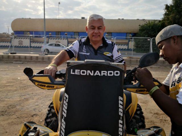 Leonardo Martínez pasa la revisión técnica en el Dakar