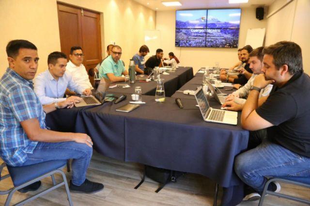 Selección boliviana comienza su trabajo
