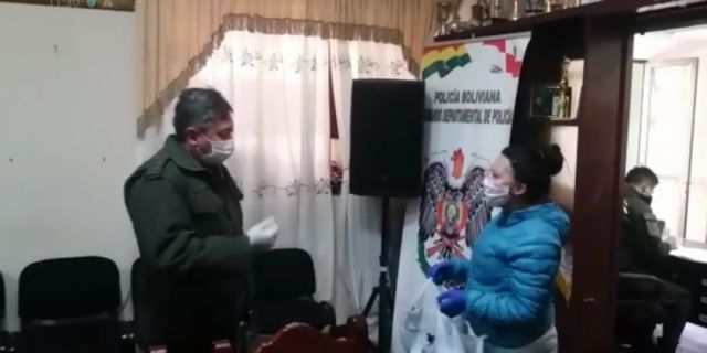 The Different entrega 200 barbijos a la Policía potosina