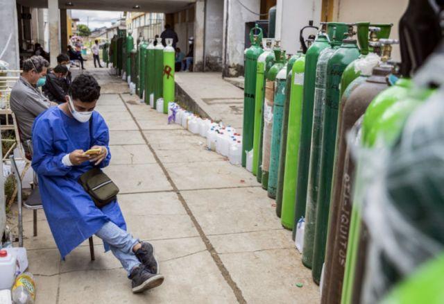Perú reporta 221 decesos y más de 7.700 contagios diarios por coronavirus