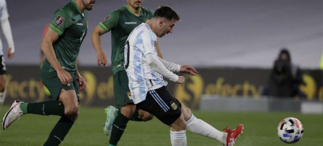 Argentina superó a Bolivia con un triplete de Messi
