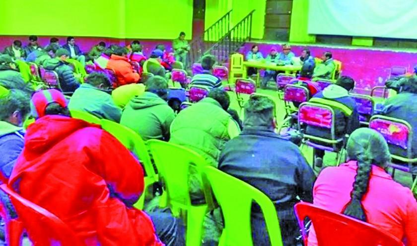 Trabajadores de Potosí marchan en contra del nuevo Código Penal