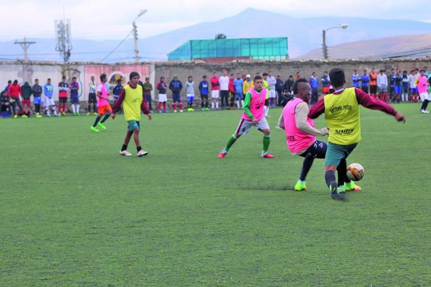 Más de 100 jugadores cumplen pruebas en Nacional Potosí
