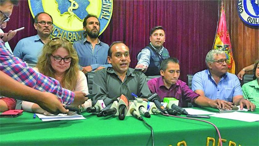 Gobierno anuncia descuentos y médicos del país podrían reactivar el paro