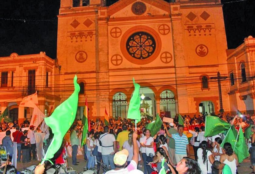La población se moviliza en Trinidad y busca un paro cívico