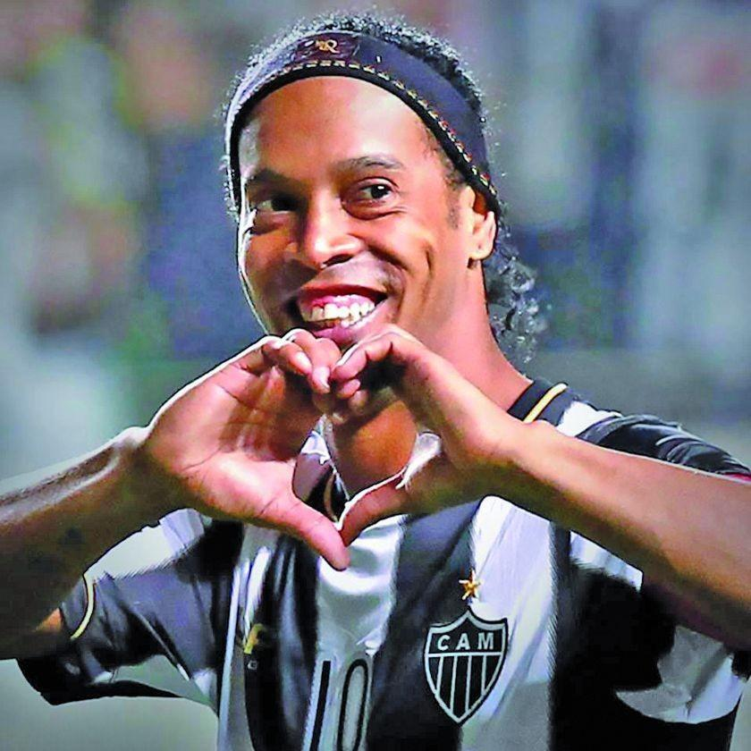 Ronaldinho se despide del fútbol profesional