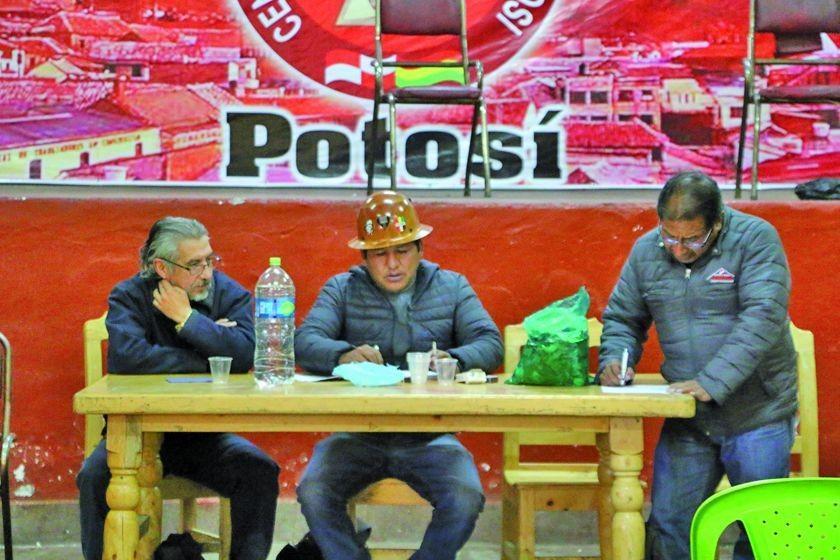 Trabajadores potosinos exigen un ampliado de la COB para definir paro