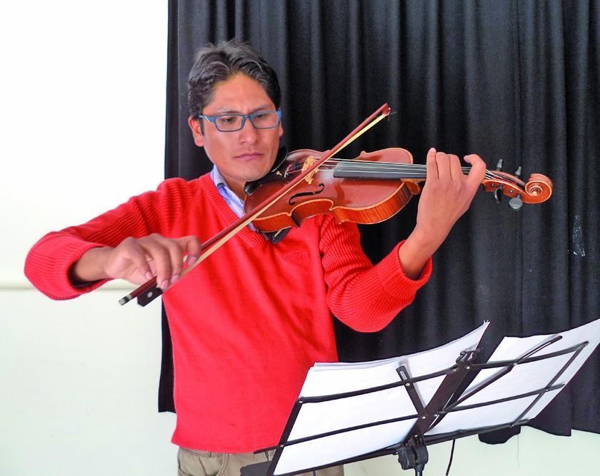 Erick Quispe va a un curso Suzuki