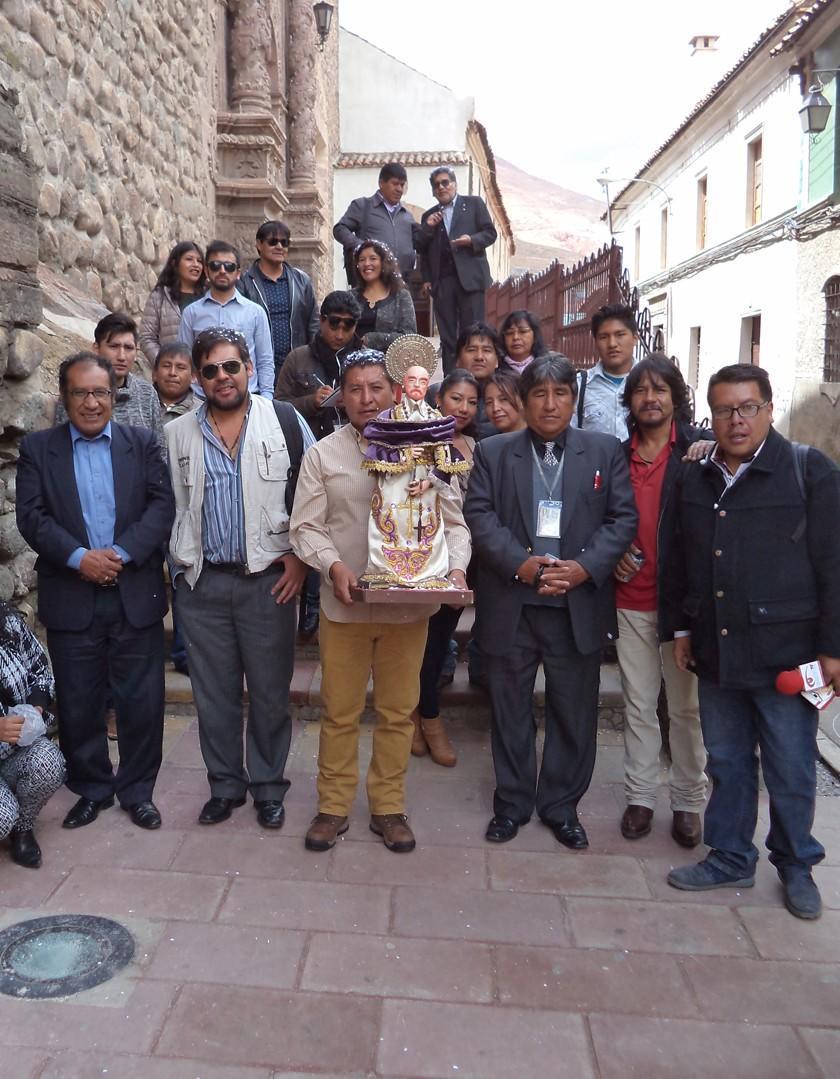 Homenajean y honran al patrono de los periodistas