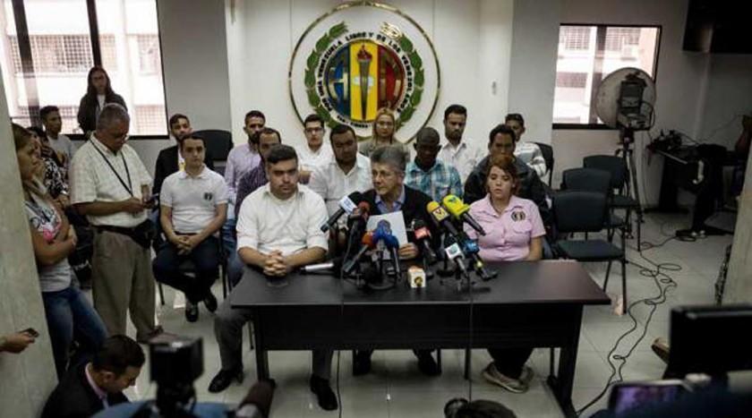"""Venezuela: Gobierno y oposición prosiguen hoy un """"tenso"""" diálogo"""