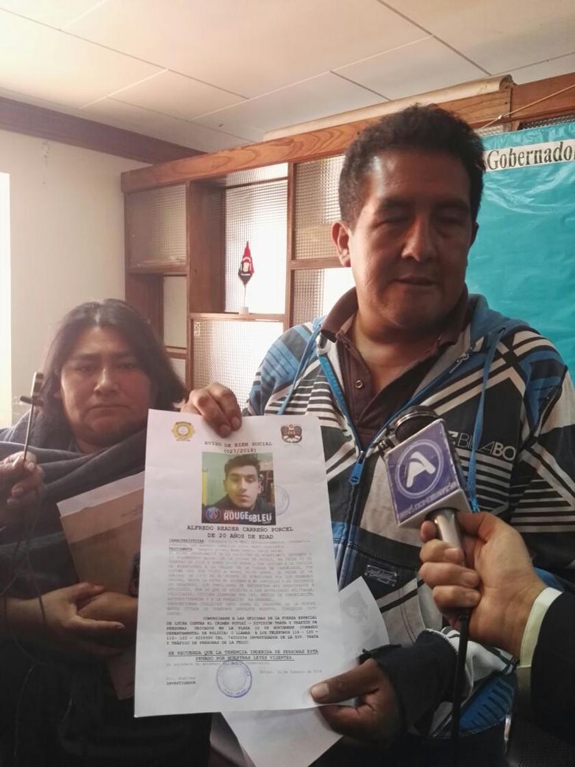 Padres acuden a medios para buscar a hijo desaparecido el 2 de febrero