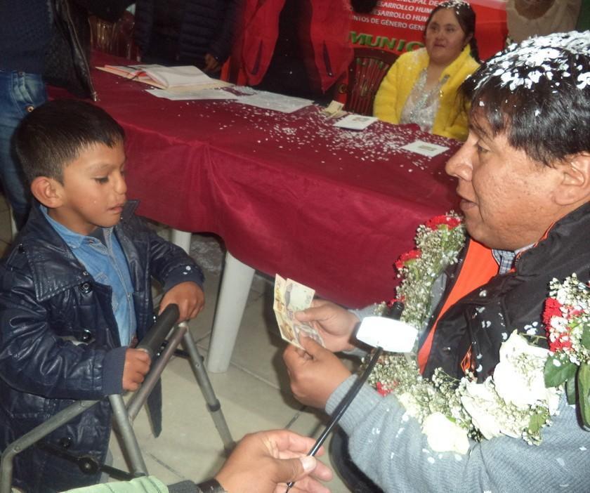 Cervantes paga el bono a los discapacitados sin dinero de la Alcaldía