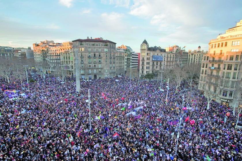 Las mujeres paran en España y el mundo vive marchas masivas