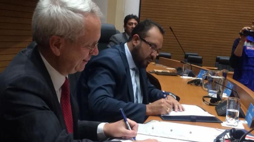 Bolivia y Reino Unido firman un acuerdo para el tren bioceánico