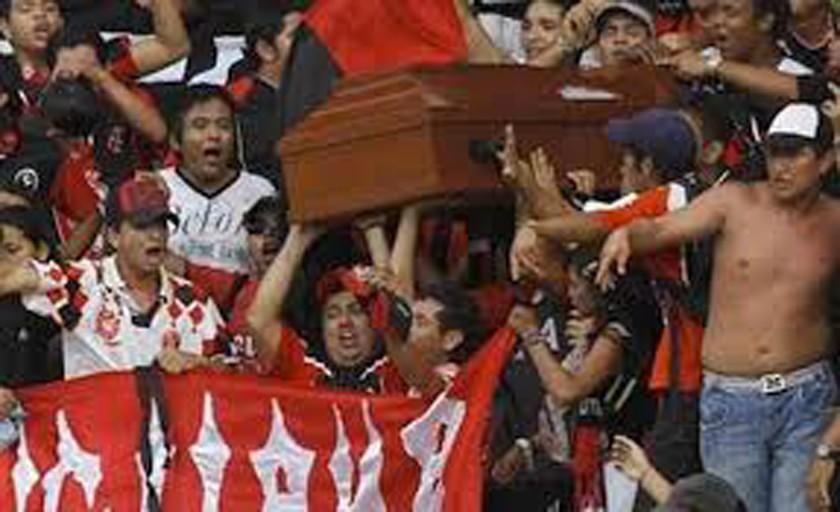 Hinchas del Sao Paulo protestan