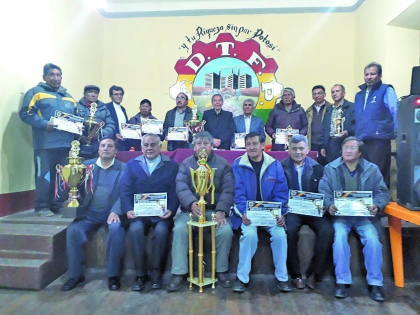 Mutual de Jugadores de Fútbol de Potosí premia a sus campeones