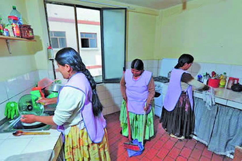Más de 117.000 ciudadanas trabajan en tareas del hogar