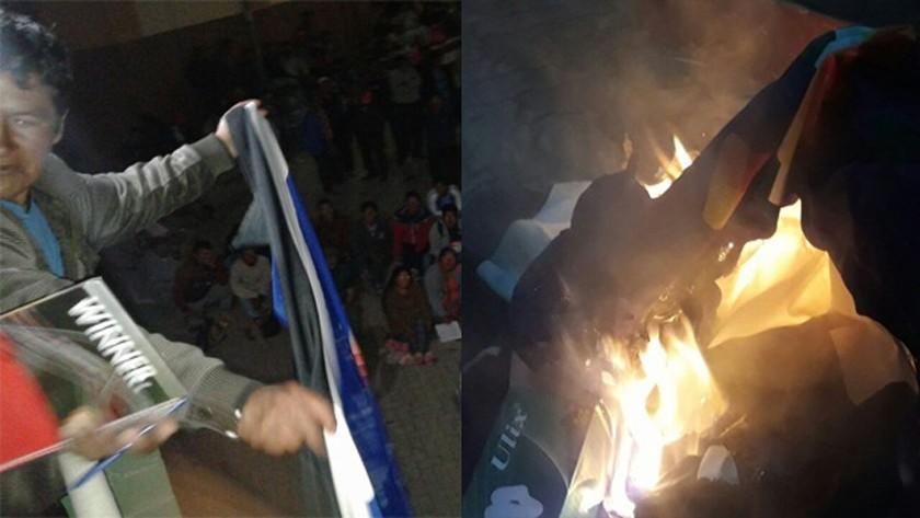Cocaleros de los Yungas queman banderas del Movimiento Al Socialismo