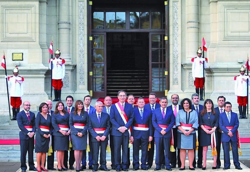 Presidente posesiona gabinete principalmente técnico en Perú