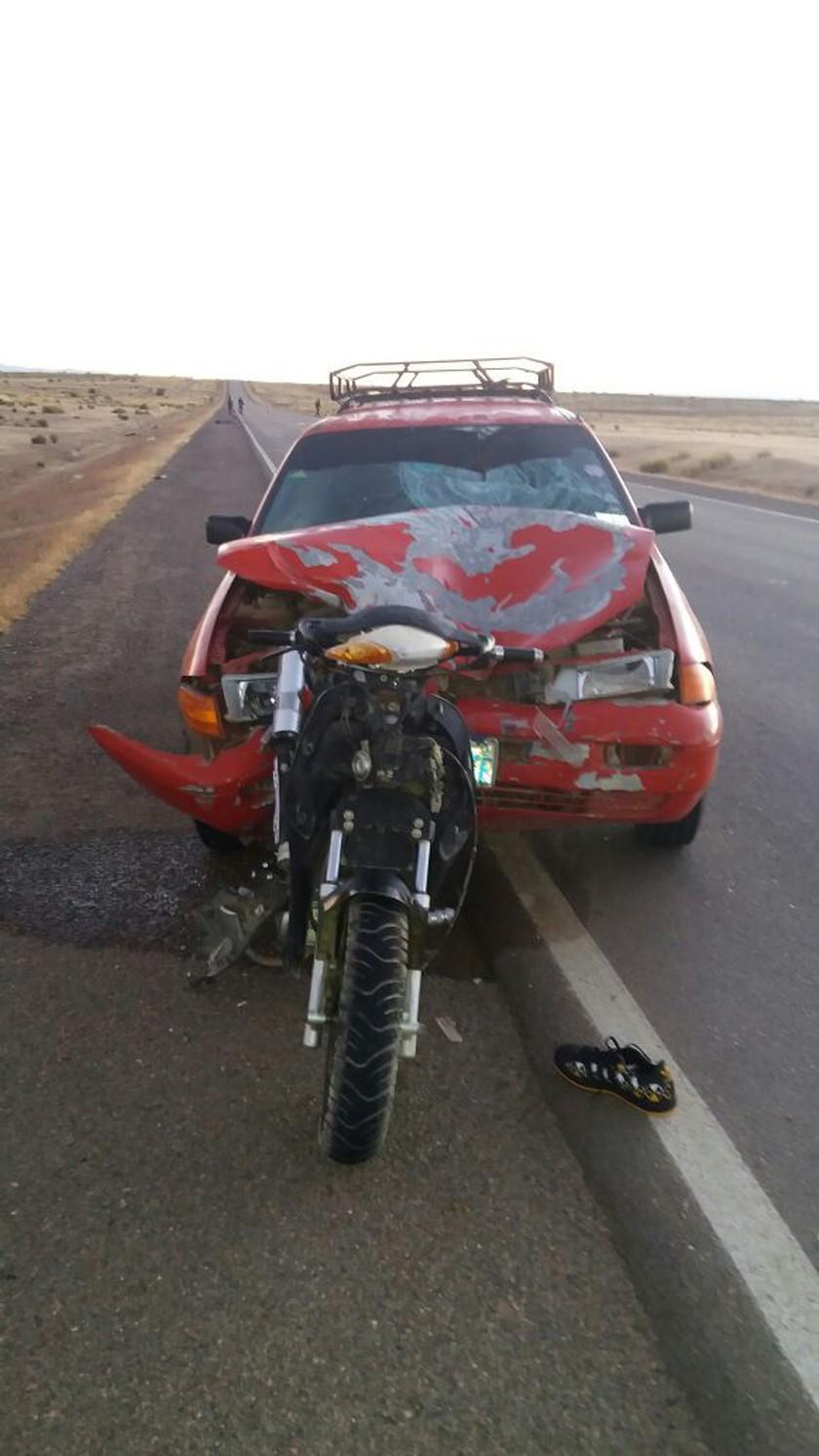 Taxi choca contra una moto y muere motociclista