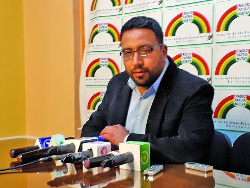 El jefe de licitaciones de Leyes huyó del país por caso Mochilas