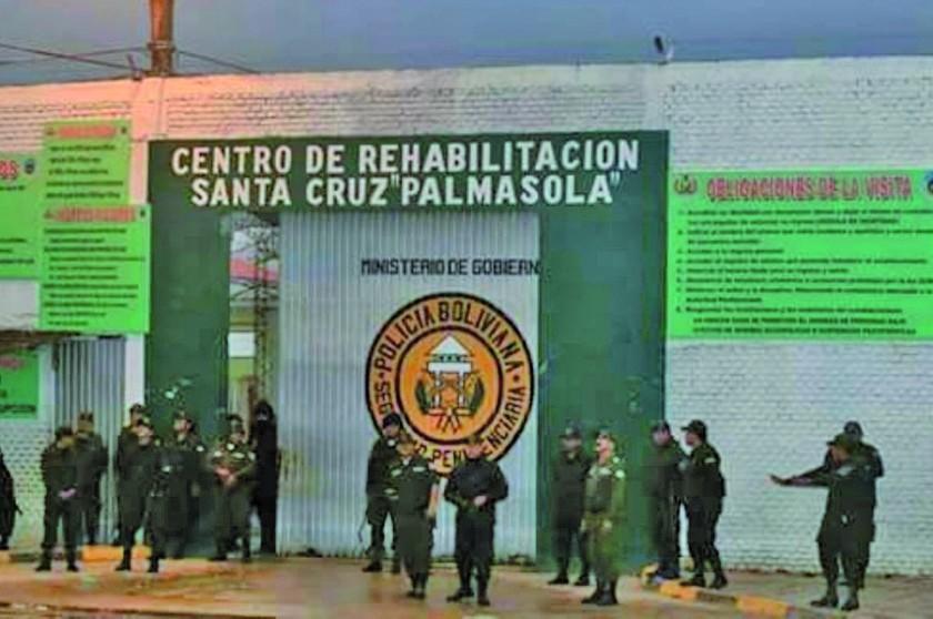 Detienen a dos mujeres que pretendían llevar balas a Palmasola