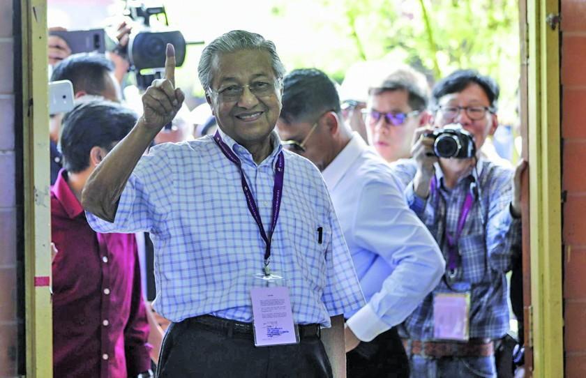 Oposición gana elecciones en Malasia por primera vez